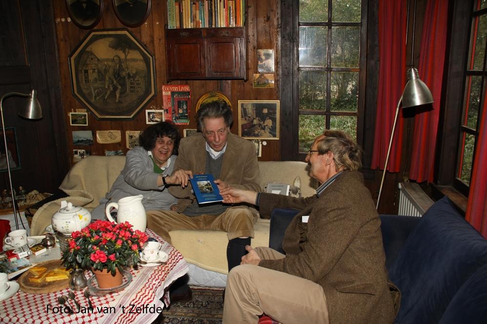 Fam Biesheuvel en Hans met boekjejpg